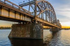Puente del ferrocarril en Riga Imagenes de archivo