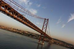 Puente del Gama de Vasco DA en la oscuridad Imagen de archivo libre de regalías