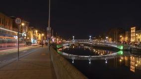 puente del Ha-penique en la noche fotografía de archivo libre de regalías