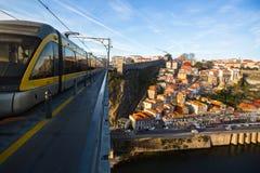 Puente del hierro de Dom Luis en la ciudad vieja de Oporto fotos de archivo libres de regalías