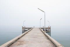 Puente del hormigón del embarcadero Imagenes de archivo