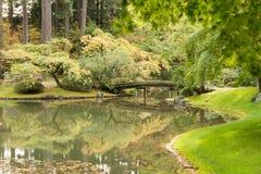 Puente del jardín de Nitobe Foto de archivo libre de regalías