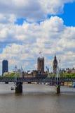 Puente del jubileo, Big Ben y abadía de Westminster en Londres Fotografía de archivo