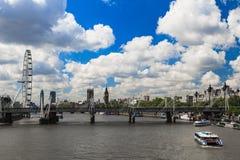 Puente del jubileo, Big Ben y abadía de Westminster en Londres Imagen de archivo