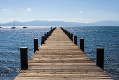 Puente del lago soleado Imagenes de archivo