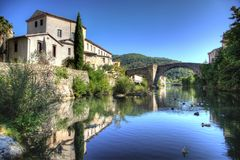 Puente del Le-Vigan - Gard - Francia Foto de archivo