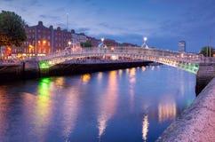 Puente del medio penique del medio penique en Dublín foto de archivo libre de regalías