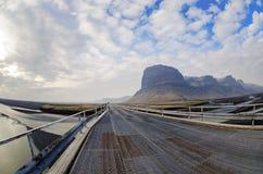 Puente del metal en la carretera de circunvalación Islandia Fotografía de archivo libre de regalías