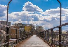 Puente del metal sobre vías del tren Fotografía de archivo libre de regalías