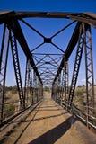 Puente del metal viejo y continuado Imagen de archivo libre de regalías
