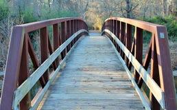 Puente del metal y de madera Imágenes de archivo libres de regalías