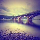 Puente del metro de Kyiv por la tarde Imagenes de archivo