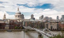 Puente del milenio Imagen de archivo