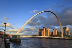 Puente del milenio de Gateshead Imagen de archivo