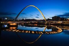 Puente del milenio de Gateshead del puente del muelle de Newcastle Imágenes de archivo libres de regalías