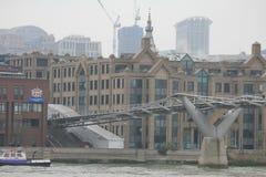 Puente del milenio en Londres Fotografía de archivo