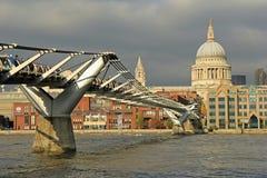 Puente del milenio, Londres Foto de archivo