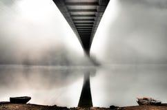 Puente del misterio con dos barcos Imagen de archivo libre de regalías