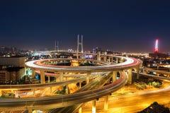 Puente del nanpu de Shangai en la noche Imágenes de archivo libres de regalías