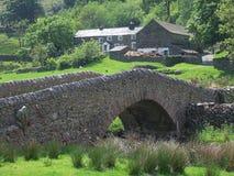 Puente del Packhorse, Sadgill Imagenes de archivo