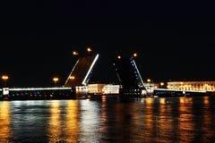 Puente del palacio. St Petersburg, Rusia Imágenes de archivo libres de regalías