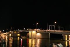 Puente del paso de Juan en la Florida en la noche fotografía de archivo
