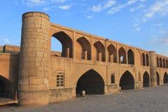 puente del político Si-o-SE en la ciudad de Esfahan (Irán) Imagenes de archivo