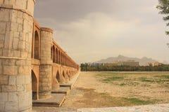 puente del político Si-o-SE en la ciudad de Esfahan (Irán) Imagen de archivo libre de regalías