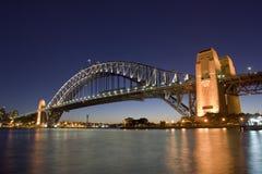 Puente del puerto - horizonte de la noche imágenes de archivo libres de regalías