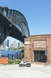 Puente del puerto y entrada de la piscina Foto de archivo
