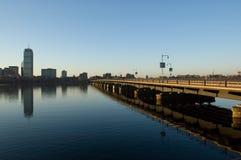 Puente del río de Charles en el amanecer Foto de archivo libre de regalías