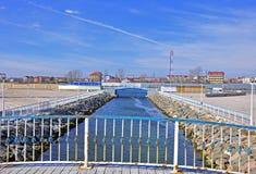 Puente del río de Costinesti foto de archivo