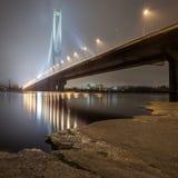 Puente del sur del invierno en Kiev. Imágenes de archivo libres de regalías