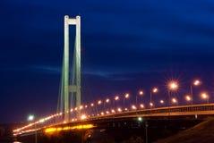 Puente del sur. Ucrania. Kiev. Río Dnepr. Fotografía de archivo