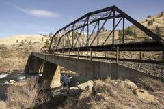 Puente del tren en caída imagenes de archivo