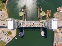 Puente delantero del río en Quincy, Massachusetts, los E.E.U.U. fotos de archivo libres de regalías