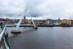Puente Derry Northern Ireland de la paz Foto de archivo libre de regalías