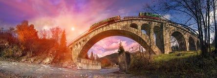Puente diesel del tren en el austriaco Fotografía de archivo libre de regalías