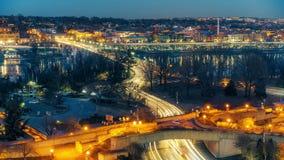 Puente dominante en la noche en Washington DC almacen de video