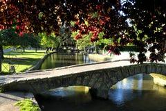 Puente en Bourton en el agua Foto de archivo libre de regalías