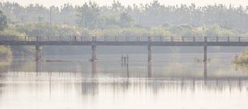 Puente en campo Fotografía de archivo