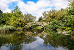 Puente en Central Park y x28; 2& solo casero x29; , Nueva York Imagenes de archivo