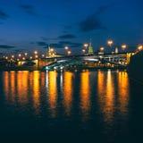 Puente en crepúsculo Imágenes de archivo libres de regalías