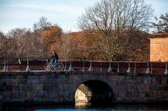 Puente en el área del castillo de Frederiksborg en Hilleroed Fotografía de archivo libre de regalías