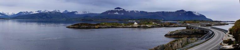 Puente en el camino atlántico en Noruega Fotos de archivo libres de regalías