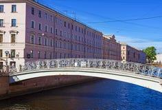 Puente en el canal de Griboedov en St Petersburg, imágenes de archivo libres de regalías