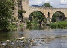 Puente en el castillo de la ciudad- de Besalú Fotografía de archivo libre de regalías