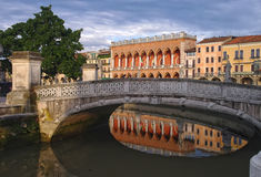 Puente en el cuadrado de Valle del della de Prato, Padua, Italia Fotos de archivo libres de regalías