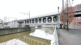 Puente en el día gris nublado en Bruselas almacen de video