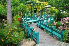 Puente en el jardín Fotografía de archivo